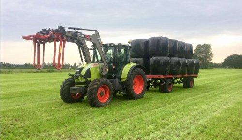 Foto van een Claas Arion 510. Geplaatst door robincasepuma op 26-08-2017 om 22:44:49, op TractorFan.nl - de nummer 1 tractor foto website.
