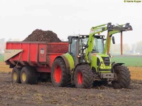 Foto van een Claas Arion aan het gladiolen bollen  rijden op 2-11-2017 te Nw-Weerdinge. Geplaatst door oldtimergek op 03-11-2017 om 12:33:44, op TractorFan.nl - de nummer 1 tractor foto website.