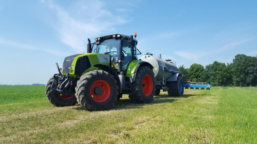 Claas Axion 820 van Mf 1200