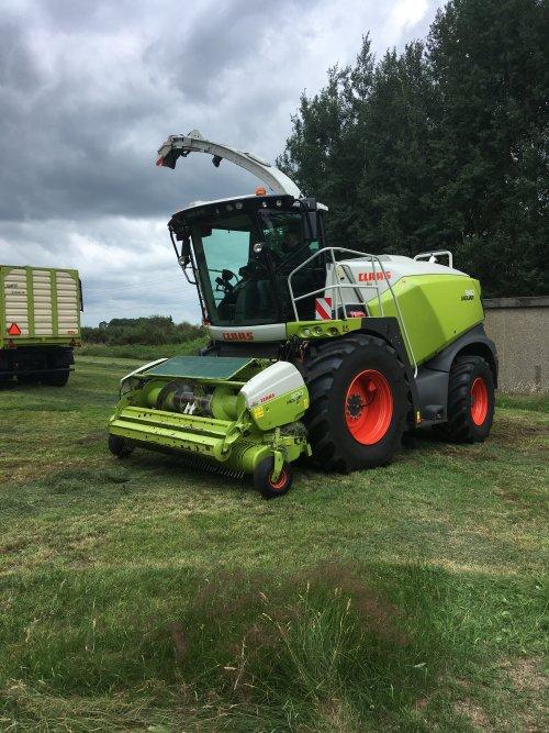 Kijk, daar heb je Loonbedrijf Koonstra (Vinkenbuurt) × met een Claas Jaguar 940.. Geplaatst door jd fan keiendorp op 13-06-2018 om 19:43:22, op TractorFan.nl - de nummer 1 tractor foto website.