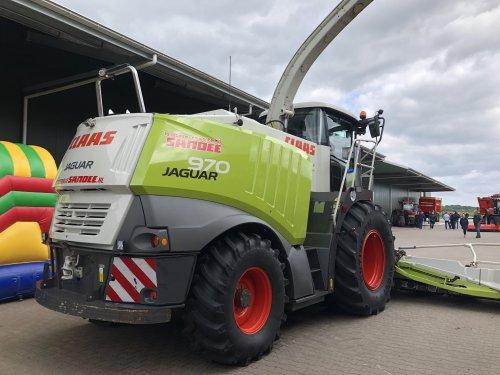 Foto van een Claas Jaguar 970. Geplaatst door jellehoekstra op 23-06-2018 om 19:04:02, op TractorFan.nl - de nummer 1 tractor foto website.