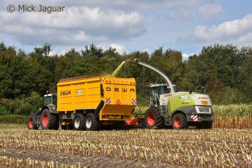 Fendt 826 vario met DEWA silagewagen en Claas Jaguar 960, Loonwerken Mercy uit Sint-Laureins, mais 2018.
