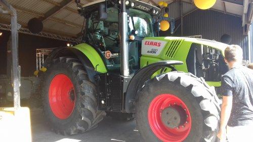 Foto van een Claas 800 serie. Geplaatst door walker1 op 02-09-2018 om 16:10:15, op TractorFan.nl - de nummer 1 tractor foto website.