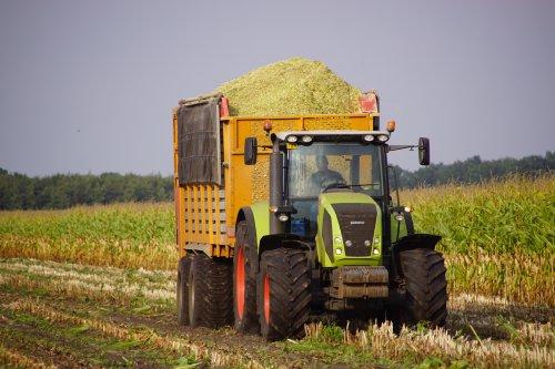 Foto van een Claas Axion 820. Geplaatst door jans-eising op 08-11-2018 om 20:43:15, op TractorFan.nl - de nummer 1 tractor foto website.