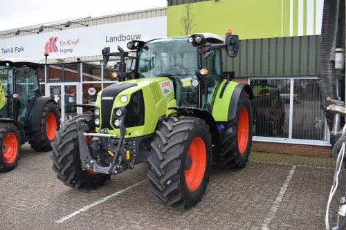 Foto van een Claas Arion 430. Geplaatst door jordi 1455 op 11-02-2019 om 22:55:35, op TractorFan.nl - de nummer 1 tractor foto website.