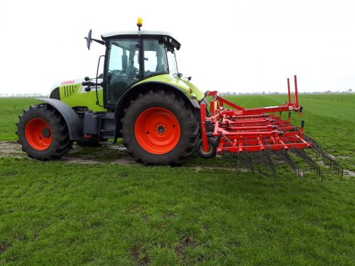 Het gras even weer wakker geschud met de Heva wiedeg.. Geplaatst door renault 106-54 op 27-03-2019 om 13:35:10, op TractorFan.nl - de nummer 1 tractor foto website.