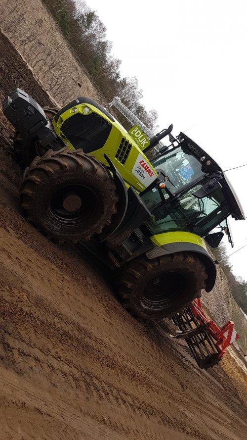 Foto van een Claas Arion 650. Geplaatst door daniel-2142 op 06-04-2019 om 20:30:28, op TractorFan.nl - de nummer 1 tractor foto website.