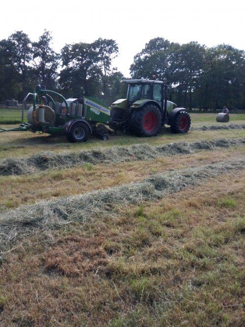 Vandaag midibalen laten persen door tellman Agro Service uit de Lutte met een agronic midifix. Geplaatst door dx3.10 op 01-07-2019 om 20:51:22, op TractorFan.nl - de nummer 1 tractor foto website.