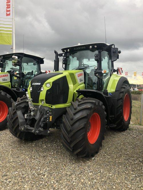 Foto van een Claas Axion 830. Geplaatst door jellehoekstra op 22-10-2019 om 22:26:16, op TractorFan.nl - de nummer 1 tractor foto website.