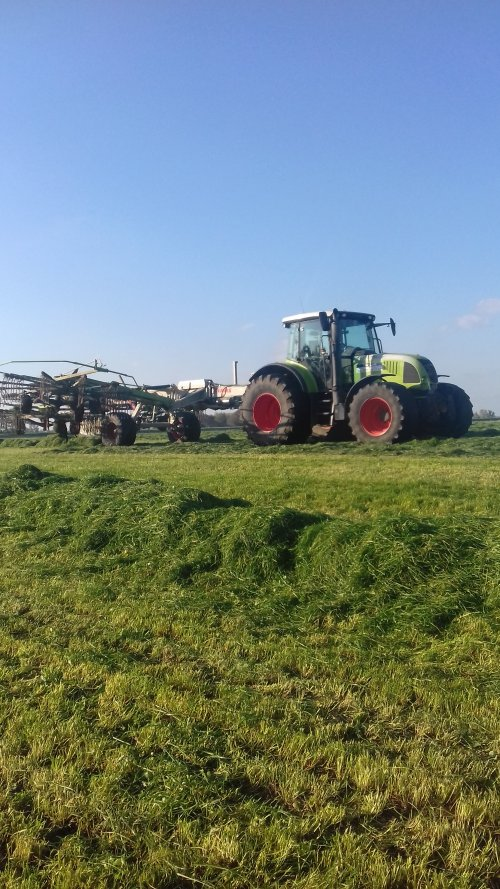 Foto van een Claas Ares 657 ATZ. Geplaatst door rogier311 op 30-10-2019 om 21:34:36, op TractorFan.nl - de nummer 1 tractor foto website.