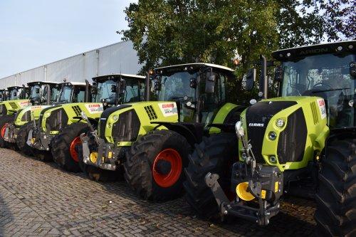 Foto van een Claas Arion 660. Geplaatst door jordi 1455 op 25-11-2019 om 21:31:51, op TractorFan.nl - de nummer 1 tractor foto website.