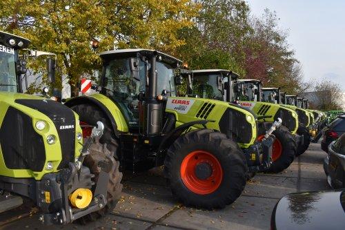 Foto van een Claas Arion 660. Geplaatst door jordi 1455 op 27-11-2019 om 20:04:04, op TractorFan.nl - de nummer 1 tractor foto website.