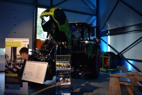 Foto van een Claas Arion 660. Geplaatst door jordi 1455 op 28-11-2019 om 17:58:30, op TractorFan.nl - de nummer 1 tractor foto website.