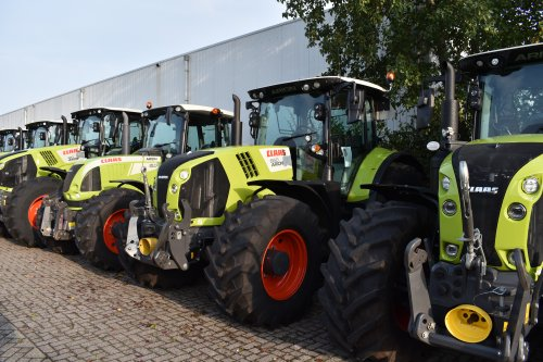 Foto van een Claas Arion 660. Geplaatst door jordi 1455 op 28-11-2019 om 20:05:12, op TractorFan.nl - de nummer 1 tractor foto website.