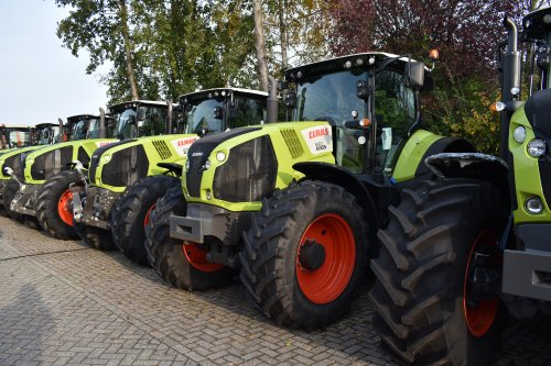 Foto van een Claas Axion 830. Geplaatst door jordi 1455 op 29-11-2019 om 19:55:41, op TractorFan.nl - de nummer 1 tractor foto website.
