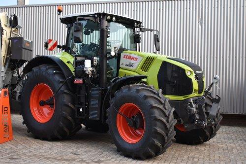 Foto van een Claas Axion 870. Geplaatst door jordi 1455 op 29-11-2019 om 23:06:59, op TractorFan.nl - de nummer 1 tractor foto website.