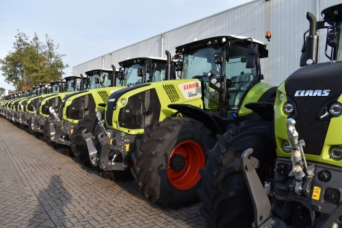 Foto van een Claas Axion 810. Geplaatst door jordi 1455 op 01-12-2019 om 21:04:27, op TractorFan.nl - de nummer 1 tractor foto website.