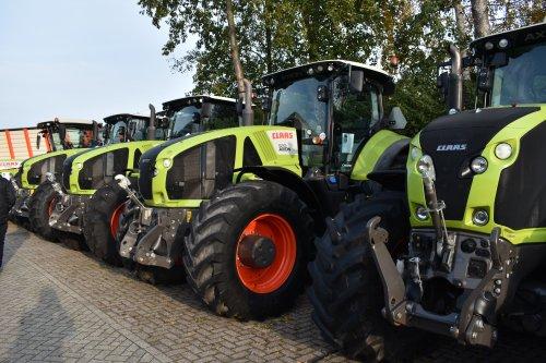 Foto van een Claas Axion 920. Geplaatst door jordi 1455 op 02-12-2019 om 19:25:35, op TractorFan.nl - de nummer 1 tractor foto website.