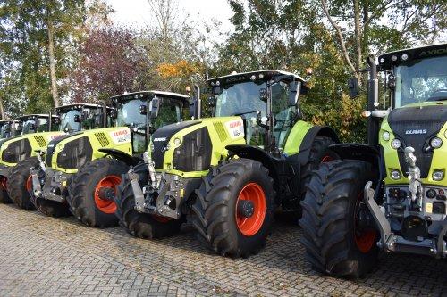 Foto van een Claas Axion 830. Geplaatst door jordi 1455 op 02-12-2019 om 20:39:24, op TractorFan.nl - de nummer 1 tractor foto website.