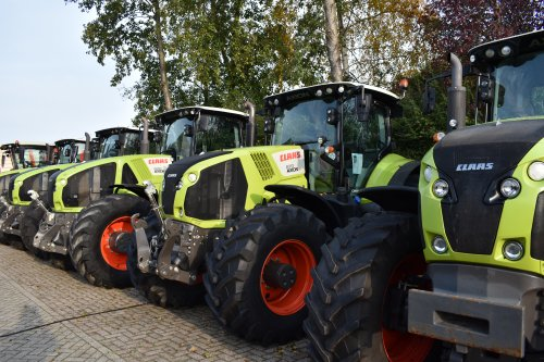 Foto van een Claas Axion 870. Geplaatst door jordi 1455 op 02-12-2019 om 20:39:28, op TractorFan.nl - de nummer 1 tractor foto website.