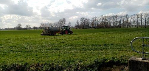 Foto van een Claas Arion 530 met veenhuis giertank. Geplaatst door Juri-johndeere op 04-03-2020 om 15:38:30, op TractorFan.nl - de nummer 1 tractor foto website.