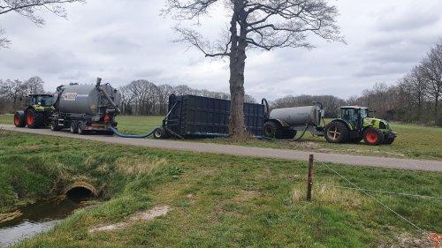 Foto van een Claas Arion 540 en een Claas Arion 430. Geplaatst door tim-klok op 02-04-2020 om 20:52:39, op TractorFan.nl - de nummer 1 tractor foto website.