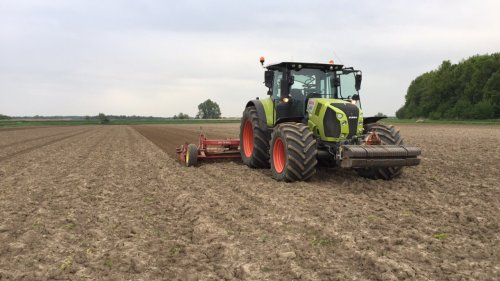 Foto van een Claas Arion 660, nog wat land klaar leggen.. Geplaatst door tommy6610 op 04-05-2020 om 19:39:30, op TractorFan.nl - de nummer 1 tractor foto website.