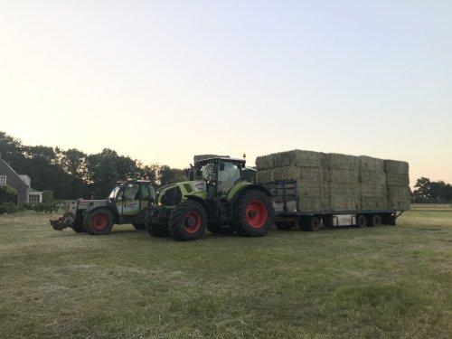 Nog even de baaltjes halen 's avonds, altijd weer mooi zo'n ritje😊. Geplaatst door worteljcb op 30-05-2020 om 10:09:46, op TractorFan.nl - de nummer 1 tractor foto website.