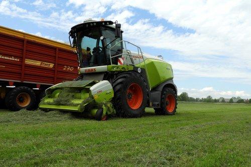 Gubbels Agro in het gras  https://youtu.be/tlu3lKhc338. Geplaatst door pekkerietfan op 02-07-2020 om 22:36:38, op TractorFan.nl - de nummer 1 tractor foto website.