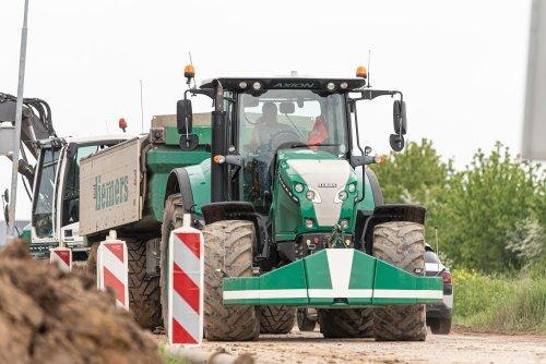 Foto van een Claas Axion 810. Geplaatst door deerefan op 21-05-2021 om 16:36:17, op TractorFan.nl - de nummer 1 tractor foto website.