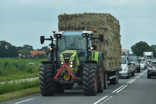 Foto van een Claas Onbekend stro transport in Flevoland. Geplaatst door warmerbros op 23-07-2021 om 22:59:21, op TractorFan.nl - de nummer 1 tractor foto website.