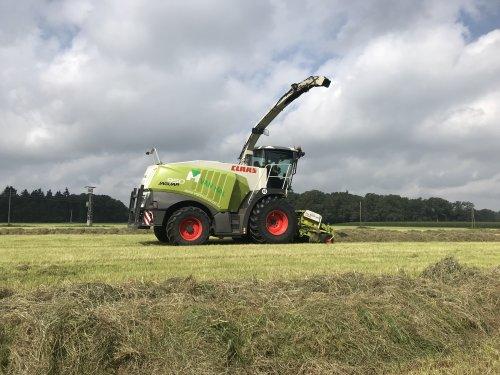 Foto van een Claas Jaguar 950. Geplaatst door mcfjohan op 25-07-2021 om 20:48:37, op TractorFan.nl - de nummer 1 tractor foto website.