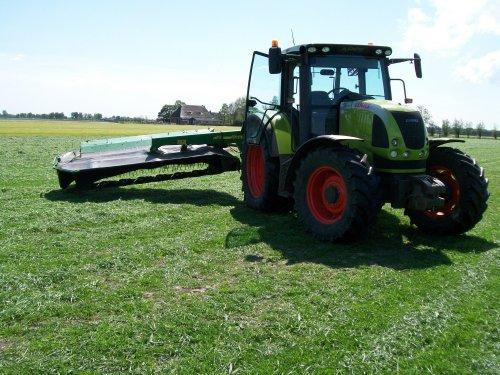 Hier ook heel scheef met de hef een beetje omhoog,  en de cilinder van de maaier in.. Geplaatst door Claas Ares 577ATZ op 14-05-2009 om 16:36:23, op TractorFan.nl - de nummer 1 tractor foto website.