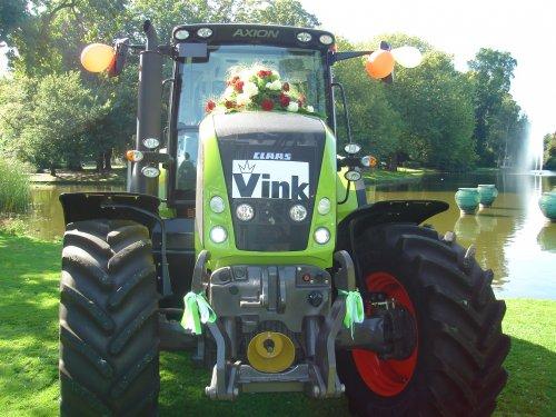Foto van een Claas Axion 820, bezig met poseren. Geplaatst door axion820 op 28-02-2010 om 21:52:52, op TractorFan.nl - de nummer 1 tractor foto website.