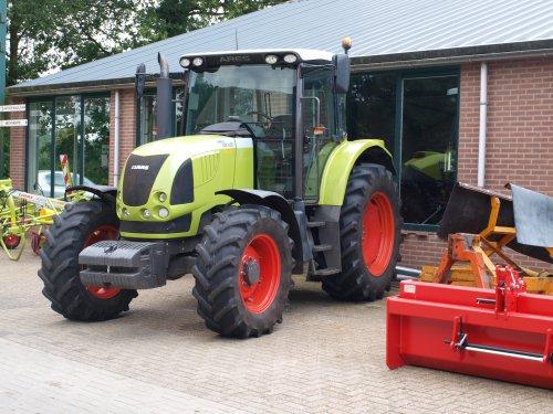 Foto van een Claas Ares 617, bezig met poseren.  Wensink Ruurlo. Geplaatst door manus op 31-07-2012 om 07:29:25, op TractorFan.nl - de nummer 1 tractor foto website.