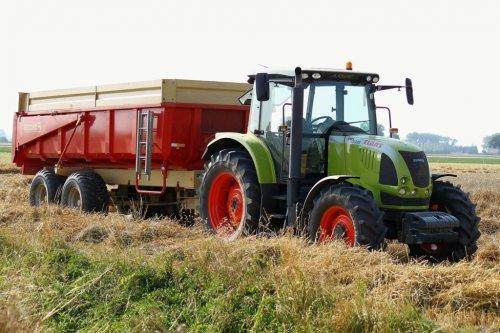 Foto van een Claas Ares 617, bezig met poseren.. Geplaatst door alfredo op 22-08-2013 om 15:58:44, op TractorFan.nl - de nummer 1 tractor foto website.