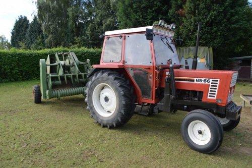 Foto van een Claas Maximum, bezig met poseren.. Geplaatst door ambetant op 10-09-2013 om 13:53:04, op TractorFan.nl - de nummer 1 tractor foto website.