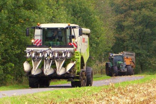 Foto van een Claas Lexion, bezig met maaidorsen. Gebr. Geudens Arendonk   2011. Geplaatst door Martin Holland op 02-12-2013 om 18:01:15, op TractorFan.nl - de nummer 1 tractor foto website.