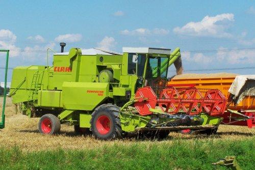 Foto van een Claas Dominator 105, bezig met maaidorsen.. Geplaatst door Martin Holland op 29-12-2013 om 08:58:31, op TractorFan.nl - de nummer 1 tractor foto website.