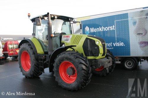 Foto van een Claas Arion 640 bij de Noord-Nederlandse Landbouw Beurs. Meer foto's van de voorbereidingen van deze beurs kun je vinden op http://www.truckfan.nl/agenda/230/noord-nederlandse-landbouw-beurs-2014-2014/