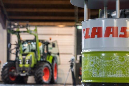 Foto van een Claas Arion 450, bezig met poseren.. Geplaatst door deerefan op 11-01-2015 om 22:02:00, op TractorFan.nl - de nummer 1 tractor foto website.