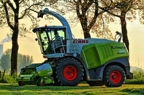 Foto van een Claas Jaguar 940, bezig met poseren.. Geplaatst door deerefan op 28-01-2015 om 15:37:52, op TractorFan.nl - de nummer 1 tractor foto website.