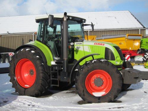 Op de wintershow van De Vries Mechanisatie BV, een Claas Arion 630.. Geplaatst door Tinus op 22-10-2015 om 15:05:16, op TractorFan.nl - de nummer 1 tractor foto website.
