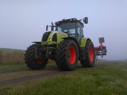 Foto van een Claas Ares 657 ATZ. Geplaatst door claasfan op 01-05-2016 om 12:57:08, op TractorFan.nl - de nummer 1 tractor foto website.