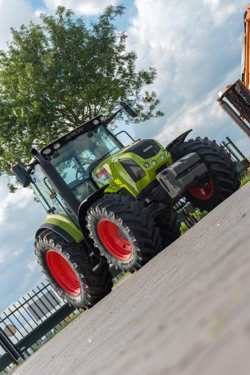 Op deze foto is Lmb Roes BV (Zevenaar) × actief met een Claas Arion 430 .. Geplaatst door deerefan op 11-07-2016 om 21:41:04, op TractorFan.nl - de nummer 1 tractor foto website.