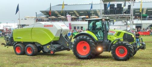 Foto van een Claas Axion 830. Op de Beurs van Libramont.. Geplaatst door T track op 26-07-2016 om 15:49:27, op TractorFan.nl - de nummer 1 tractor foto website.