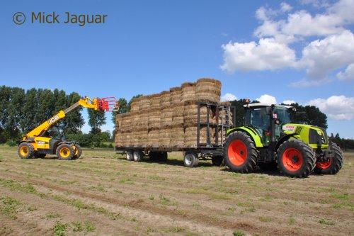 Claas Arion 440 van Mick Jaguar