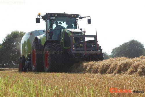 Claas Axion 850 Cmatic  met Quadrant 5200 voor de Claas Europe Tour. Meer foto's op : https://claasholland.wordpress.com/2016/09/03/quadrant-europe-tour-van-claas-in-noord-nederland/  De combinatie is deze week te zien in Biddinghuizen op de AgroTechniek Holland.
