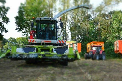 Op deze foto is De Samenwerking BV (Elsloo) × actief met een Claas Jaguar 850 Green Eye .  https://www.facebook.com/DeSamenwerkingBV