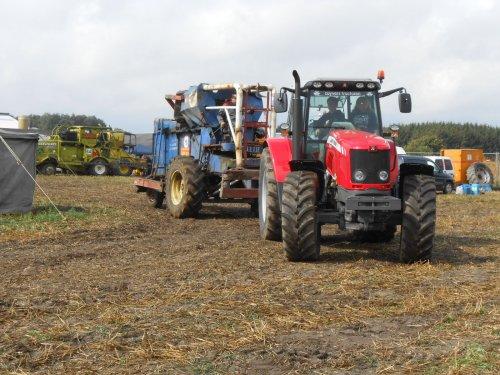 Foto van een Clayson M 103. pikdorsercross Opglabbeek 26/08/2012 Wat stukken. Geplaatst door fendt4ever op 29-08-2012 om 20:47:57, op TractorFan.nl - de nummer 1 tractor foto website.
